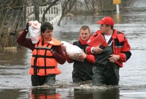 В Верхнедвинске пострадавшим от наводнения помог Красный Крест