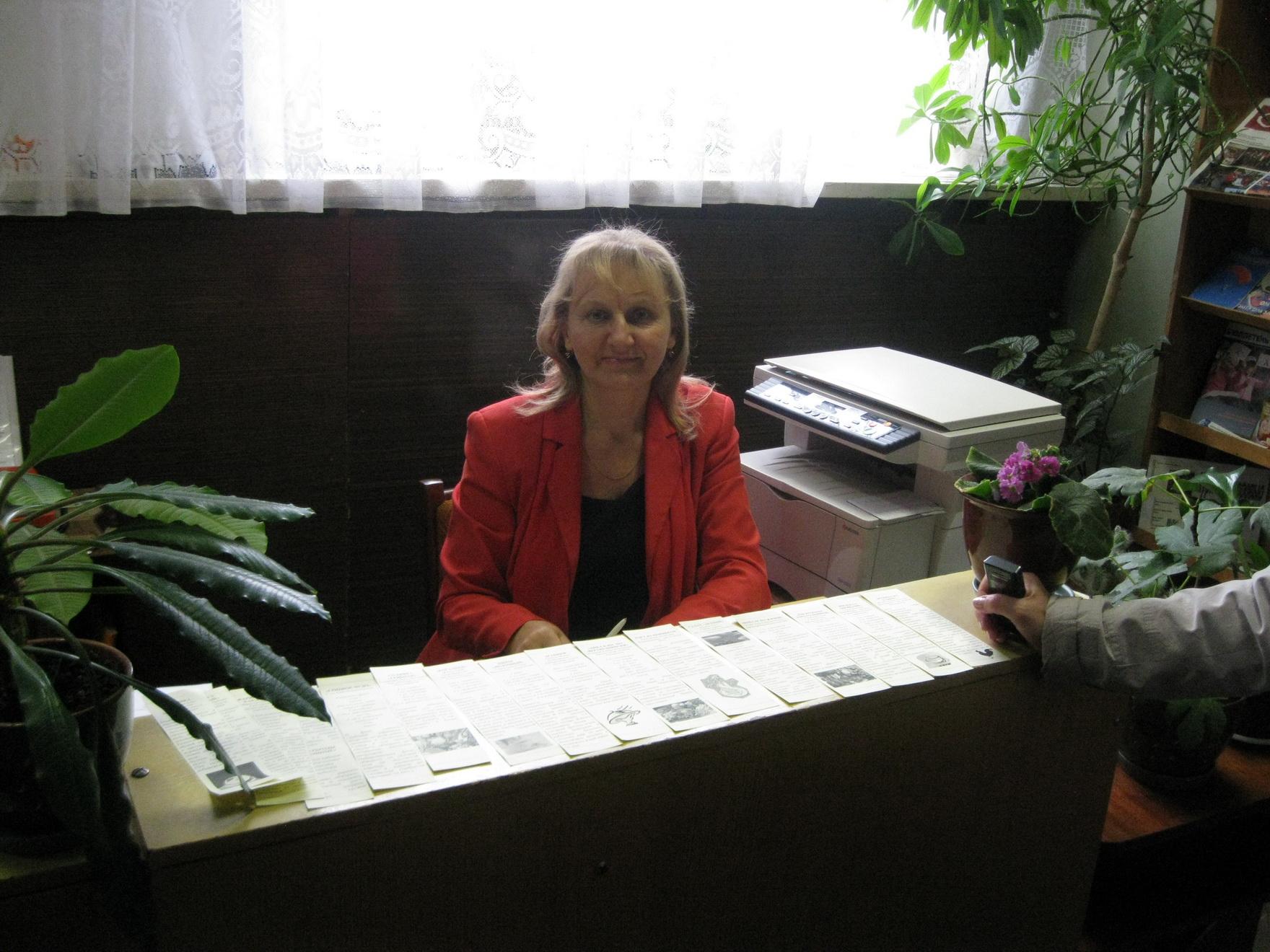 библиотекарь отдела обслуживания и информации районной библиотеки В. В. Забогонская.