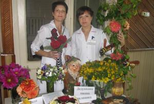 Победители в номинации «Лучшая композиция» медсёстры Верхнедвинской поликлиники О. Шабала и Н. Фомина.