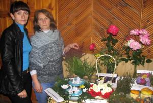 А. Устиненкова и Е. Скрипко из Освейской больницы, занявшие второе место в номинации «Букеты».