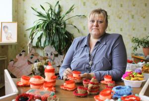 Елена Сергеевна Погорелова со своими работами.