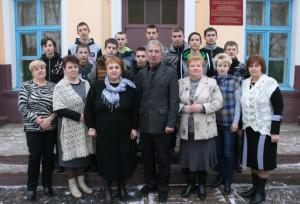 Преподаватели и учащиеся Борковичского лицея. В центре -  директор Н. А. Носков.