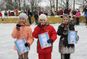 Лучшие юные спортсменки Татьяна Палённая, Славяна Богушевич, Анастасия Зубрицкая.
