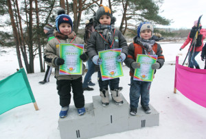 Самые маленькие победители лыжни Ярослав Лукьянченко - I место, Егор Щамель - II место, Максим Кураш - III.