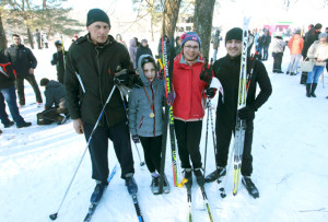 Семья Найденок заняла на соревнованиях четыре первых места! Слева направо: глава семьи Василий Найденок, дочери Мария и Анастасия, зять Андрей.