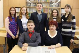 Сёлетнія выпускнікі з класным кіраўніком          Т. І. Скрыпко выступалі гаспадарамі ўрачыстасці.