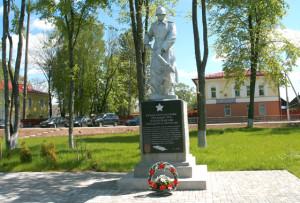 Памятник пограничникам в городском сквере.