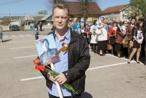 И. ОРЛОВ из Санкт-Петербурга прошёл в рядах «Бессмертного полка» с портретом деда - П. Я. Орлова.