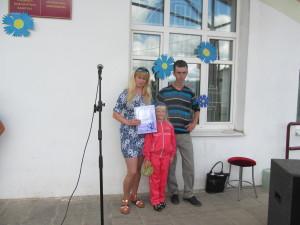 Алёна и Алексей Быковы с дочкой.