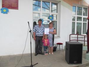 Василий и Зинаида Корбит с внучкой.