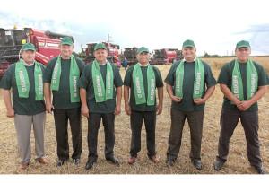Участники зажинок. (Слева направо): В. А. Красник, М. П. Гумненков, И. И. Маркович, А. З. Махмудов, В. В. Быков и А. В. Гарбуль.