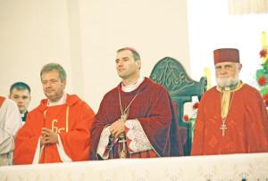 Святочную Імшу ўзначаліў біскуп Алег Буткевіч (у цэнтры).
