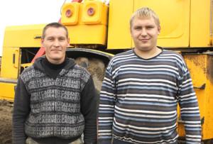 На полевых работах заняты С. М. Новиков и  Р. Н. Размыслович.