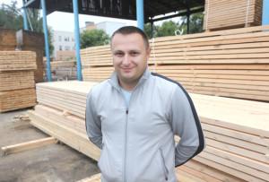 Начальник цеха деревообработки А. В. Защеринский.