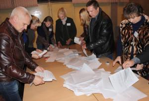 Падлік бюлетэняў на Верхнядзвінскім-Цэнтральным участку для галасавання № 2.