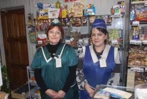 Продавцы С. Ю. Никулина и Е. Л. Скотникова всегда рады покупателям.
