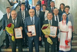 Лауреаты звания «Человек года Витебщины-2015» (в первом ряду слева направо) И. И. Почёпко, Н. Н. Воробей, А. К. Гущик с членами верхнедвинской делегации.