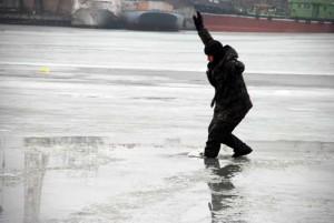 Выходить на весенний лёд опасно для жизни