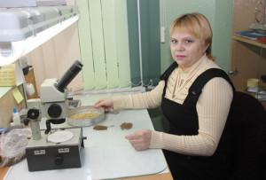 Семена проверяет Л. И. Григорьева.