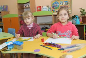 Победители конкурса Алёна Борисевич и Мария Синькевич из яслей-сада № 4.