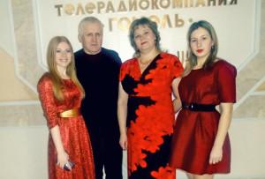 Верхнядзвінскія ўдзельнікі тэлевікта- рыны з пісьменнікам С. Крупенькам.