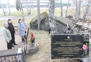 Верхнедвинская делегация возложила венок к памятнику защитникам Себежского укрепрайона.