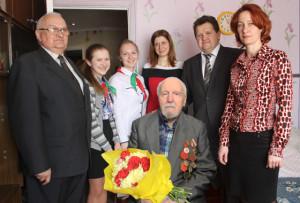 Со столетним юбилеем А. А. Манкевича поздравили председатель райисполкома И. И. Маркович, представители общественных организаций и школьники.