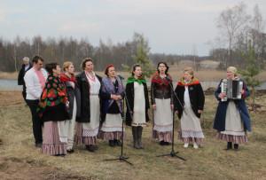 Святочны абрад упрыгожвалі песнямі артысты Бігосаўскага СДК.