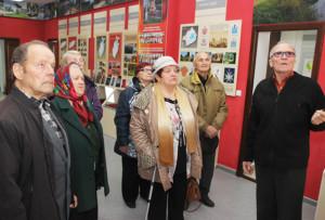 Экскурсію для ўдзельнікаў сустрэчы праводзіць А. Ф. Бубала.