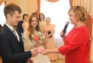 В обновлённом зале ЗАГСа первыми зарегистрировали брак Стелла и Владислав Шумченя.