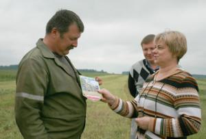 Ігара Фіцьковіча з працоўнай перамогай віншуюць Алена Зуй і Васіль Шылаў.