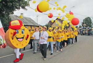 Праздничное шествие по улицам Верхнедвинска.