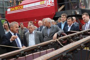 Во время посещения райагросервиса (первый слева - Леонид Маринич).