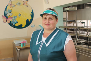 Шеф-повар Верхнедвинской гимназии Л. И. Рак успешно справляется со своими обязанностями, поэтому столовую посещают все учащиеся.