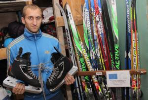 Директор ГУ «Верхнедвинский районный физкультурно-спортивный клуб» Сергей Томашевич призывает земляков становиться на лыжи и коньки.