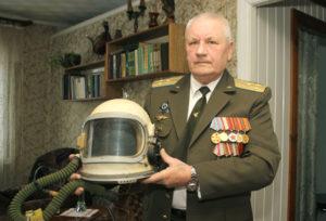 Лётчик-снайпер из Верхнедвинска провёл в небе три тысячи часов