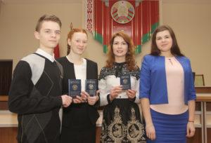 В День конституции верхнедвинские юноши и девушки получили паспорта