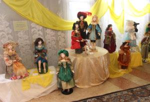 В Верхнедвинском Центре культуры работает выставка самодельных кукол