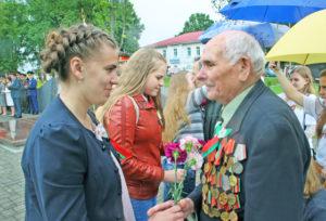 Ветэран вайны У. У. Дашчонак і старшыня Маладзёжнай палаты У. Зязюля.