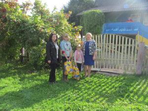 Верхнедвинская организация женщин помогла собрать ребятишек в школу