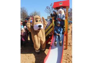 В Верхнедвинске открылась новая детская игровая площадка