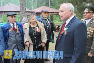 Н. Н. Шерстнёв с верхнедвинскими ветеранами  В. Я. Сергушко, А. П. Шушкевич, П. Я. Бояриным.