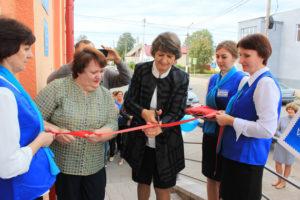 Отделение почтовой связи открывают Е. М. Климова  и Ж. А. Паршуто.