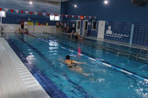 В Верхнедвинске прошли первые соревнования по плаванию в новом бассейне
