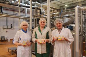 (Слева направо) инженер-технолог  И.Г. Ермак, мастер-сыродел Н. В. Дудко, начальник цеха С. В. Неживинская.