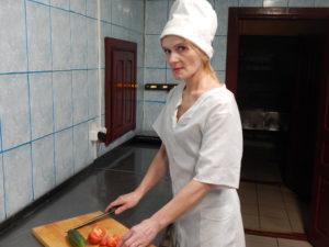 Повар 5 разряда Жанна Викторовна Кожарко работает в райпо более 25 лет – посетители кафе «Старый город» высоко ценят её профессиональное мастерство.
